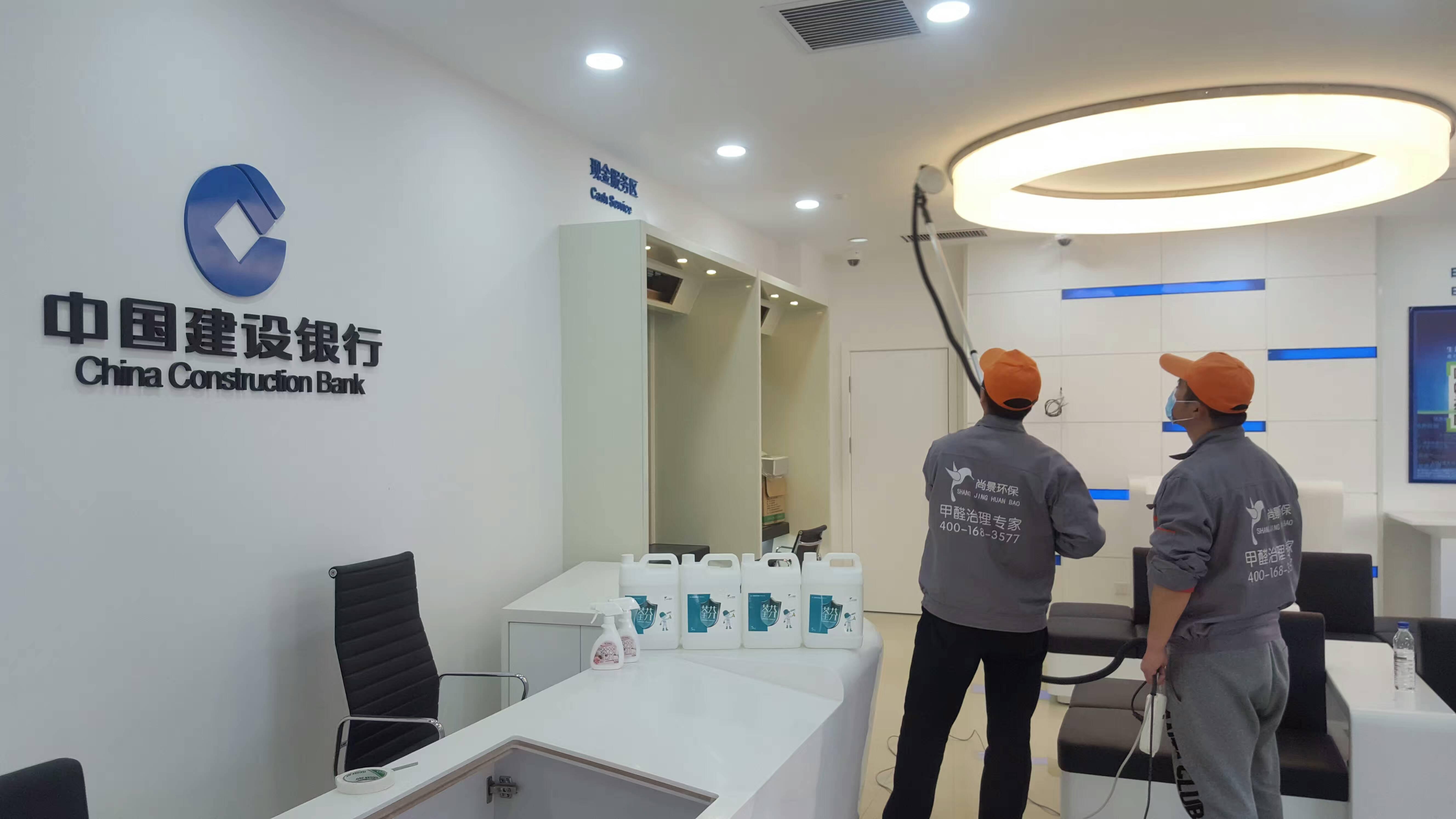 中国建设银行长江支行顶面造型施工