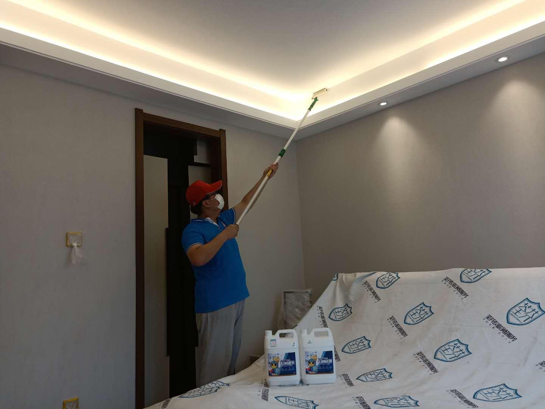 客厅顶面滚筒全方位施工治理