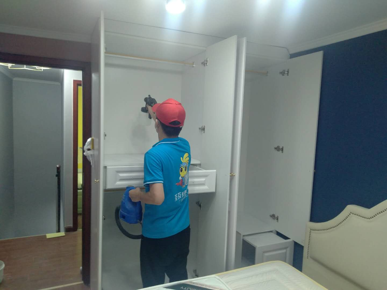 卧室衣柜全方位喷涂施工治理甲醛