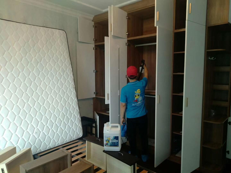 新房除甲醛柜子施工