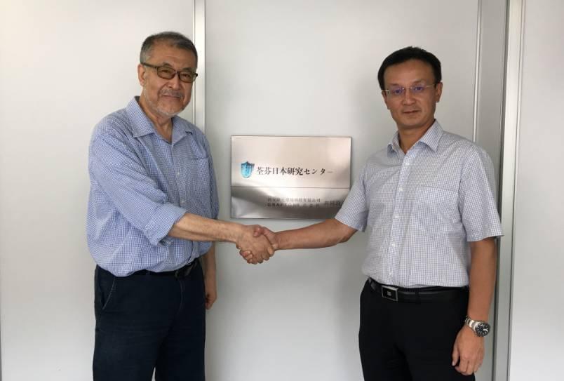 荃芬创始人杜炜东先生和進藤社长签约合影