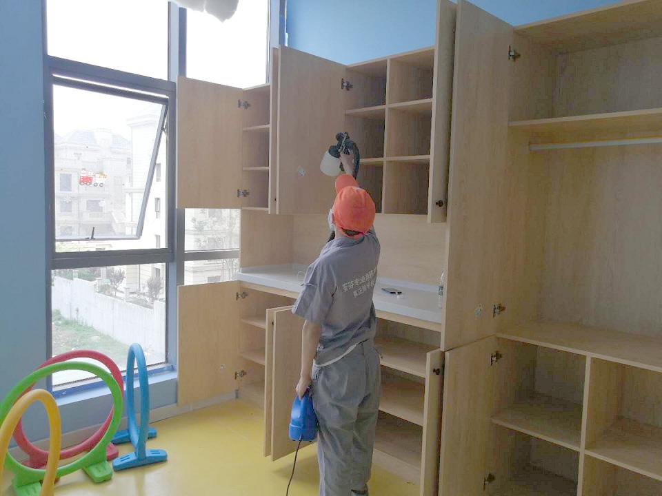 木柜隔档全方位喷涂施工治理