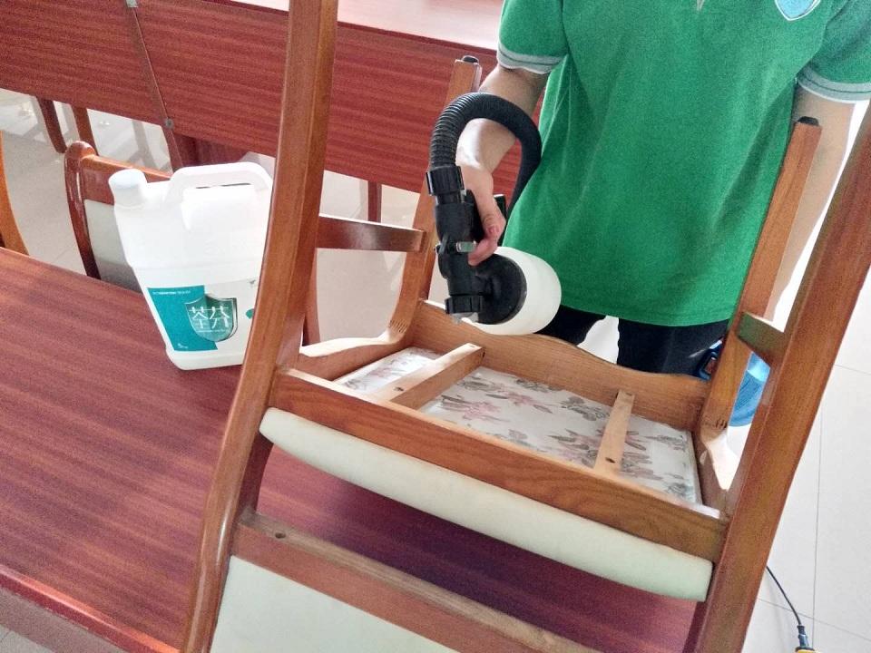 椅子全方位喷涂施工治理