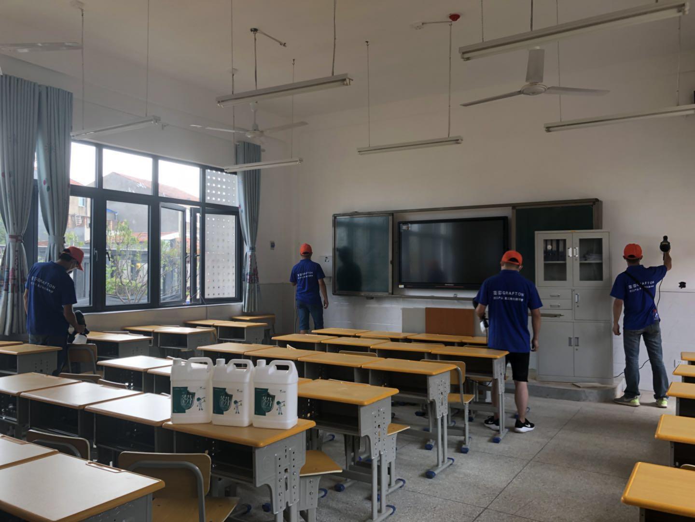 教室墙面桌椅喷涂施工