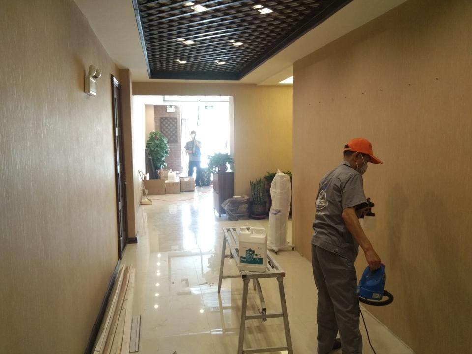 大厅过道墙面全方位喷涂施工治理