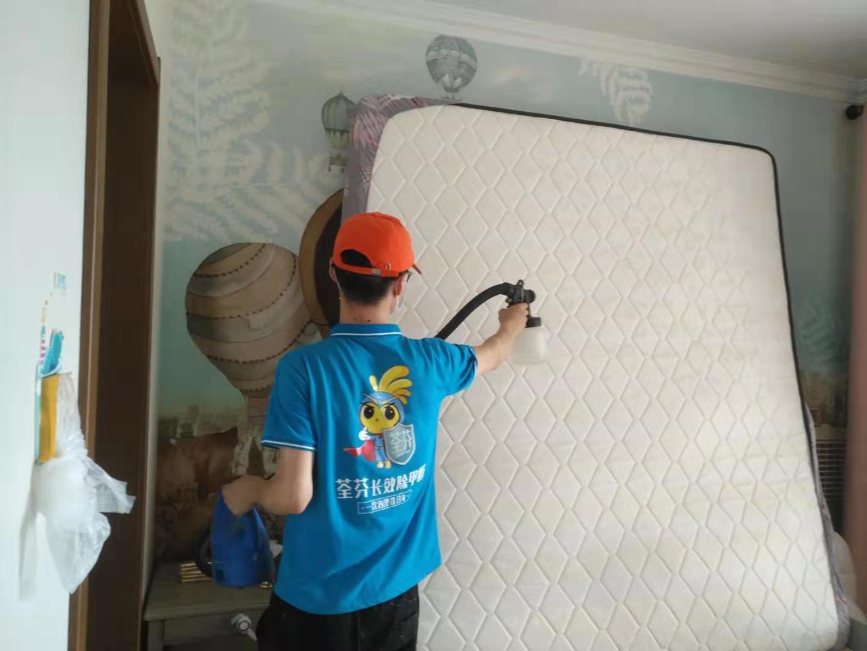 卧室床垫全方位喷涂施工治理