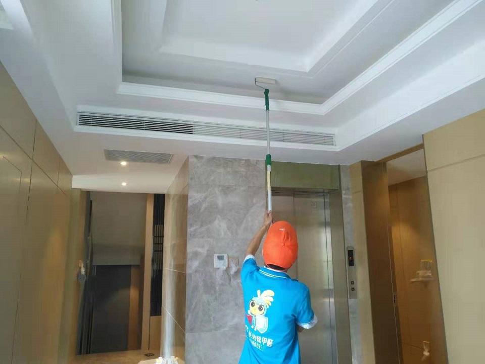 客厅顶面吊顶全方位滚筒施工治理