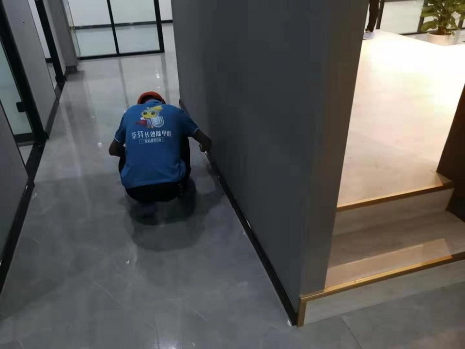 过道墙面刷子精细化施工治理甲醛