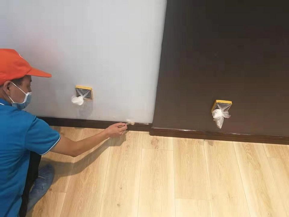 墙面踢脚线刷子精细化施工治理甲醛