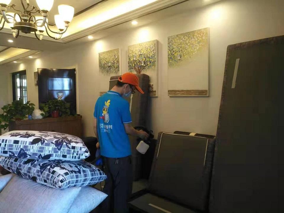 客厅沙发全方位甲醛治理喷涂