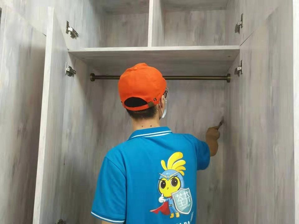 柜子缝隙刷子精细化施工治理